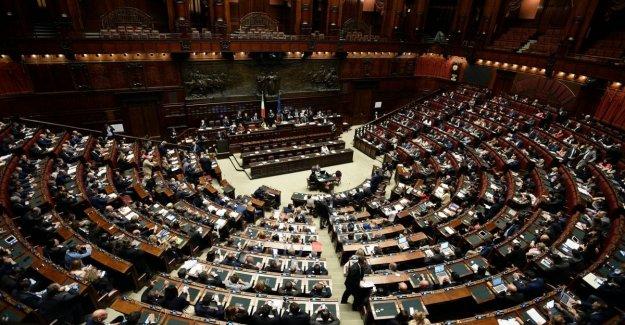 El corte de los parlamentarios en el aula para el Dormitorio, sí de Forza Italia y de Italia de Vida