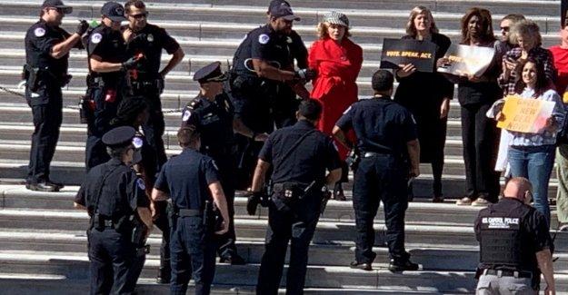 Estados unidos, Jane Fonda protesta para el medio ambiente: arrestado y luego liberado