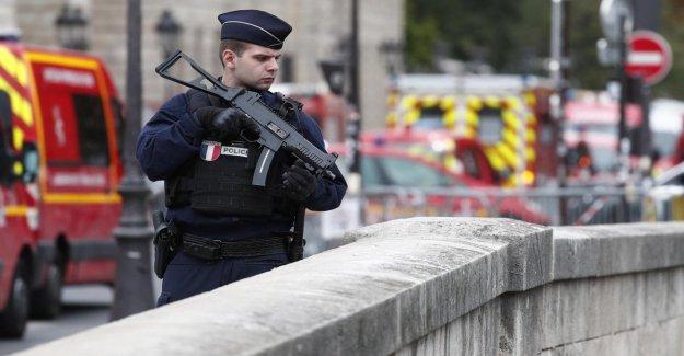 Francia, la matanza en el distrito de policía de París: el Asesino fue radicalizado