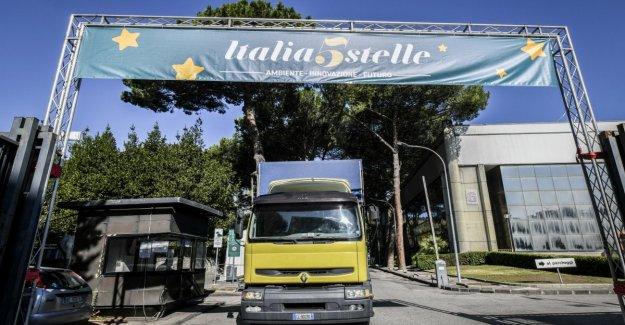 Italia 5stars, en Nápoles, Grillo, Casaleggio y el Recuento. Di Maio: vamos a Introducir nuevas reformas. Pero a pesar de las ausencias