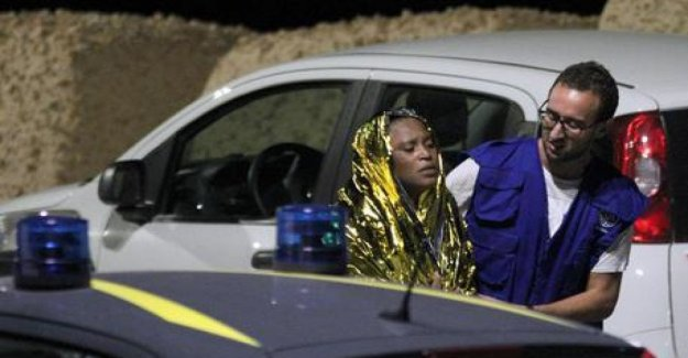 Lampedusa, con los sobrevivientes con el fin de reconocer los cadáveres: Cuerpos que se rompen, el dolor y la angustia de aquellos que no lo hacen