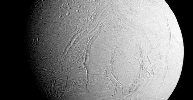 Los ingredientes de los bloques de construcción de la vida en una luna de Saturno