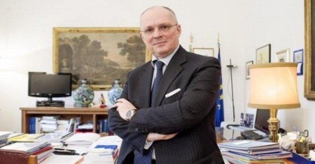 Ricciardi, un italiano de guía del grupo, el cual indica que las estrategias europeas contra el cáncer