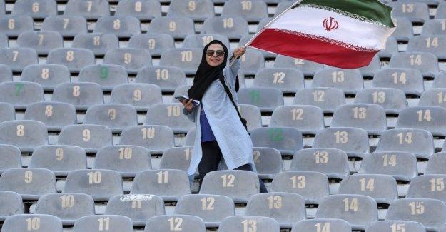 Y esto es sólo el principio, la primera vez, los fans de la de irán en el estadio de Teherán