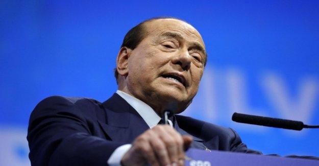 Berlusconi cae a Zagreb, hospitalizado en Milán