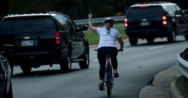 El día de las elecciones, elegidos en la Florida, el ciclista despedidos por haber levantado el dedo medio contra Trump. Y la red se regocija