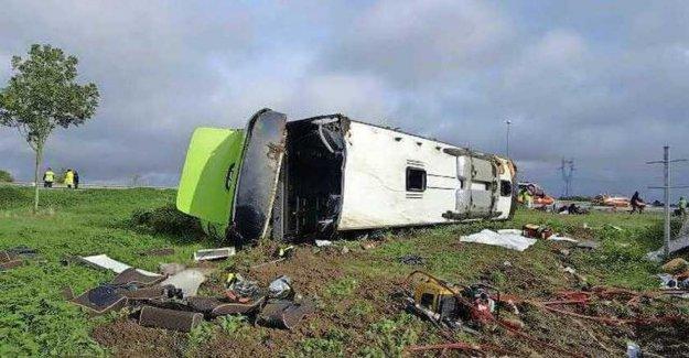 Francia, el autobús termina de la siguiente manera: 33 heridos, cuatro en estado grave