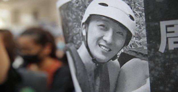 Hong Kong, muertos estudiante, de 22 años, quien cayó de aparcamiento durante los eventos