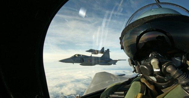 Japón recuerda a la de estados unidos: los Pilotos en las fuerzas armadas no son profesionales. Entre selfie en la alta altitud y travesuras escandaloso.