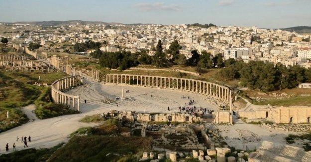 Jordania, 5 personas accoltellate en el sitio arqueológico de Jerash han detenido al agresor