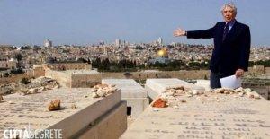 Corrado Augias le dice a Jerusalén, entre los conflictos y misterios