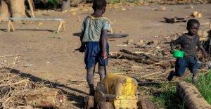 Mozambique, un mes después del ciclón, Idai: Tiendas de campaña, comida y cuidado de la falta de todo
