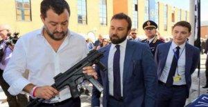Salvini con su arma de fuego: donde podemos llevar esa foto