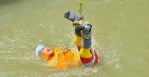 Desaparece en el río, el indio mago, Mandrake, quería imitar el mito, Houdini