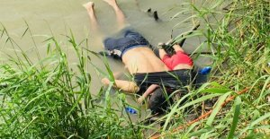El padre y su hija de 2 años a los inmigrantes ahogados, foto descarga, indignado América