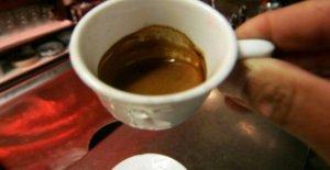 En el café, y la alarma del tejido que quema la grasa