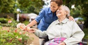 En verano, los riesgos para la salud de las personas mayores y cómo defenderse