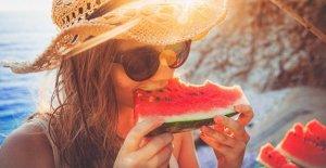 Almuerzo de verano para combatir el calor en la mesa