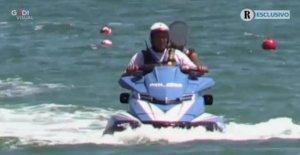 El hijo de Salvini en la bicicleta el agua de la policía, investigaron tres agentes de la escolta