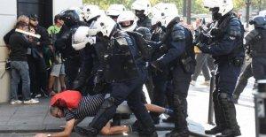 Francia, están de vuelta en el chaleco amarillo: los enfrentamientos en la avenida Champs-Élysées , 65 fermi