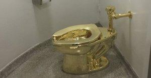 Inglaterra, robó el agua de oro de Maurizio Cattelan