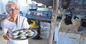 La India, el arroz, pasteles salados y cocinados por la Abuela idli para miles de pobres