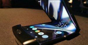 Aquí están Razr de Motorola, un smartphone plegable que mira hacia el pasado