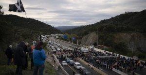 Cataluña, comienza con tres días de protestas por la independencia: el bloqueo de la carretera