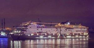 Hamburgo, el crucero, donde agitando una bandera para la defensa del medio ambiente y de los débiles