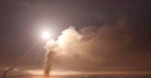 Israel, decenas de los objetivos golpeados en Siria después de que los cohetes fueron lanzados hacia las alturas del Golán