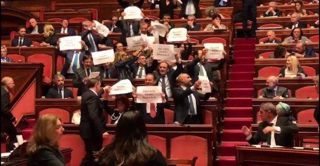 Radio radical, la protesta de la ep en el Aula para el Senado: el Ataque contra la democracia y la libertad