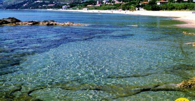 El mar, el mar Tirreno, es el 5 velas, Pollica y Cerdeña a la parte superior. Y también está el Común de plástico libre