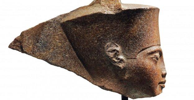 Gran Bretaña, la subasta, la estatua de Tutankamón. Egipto: No a la venta. Fue robado,