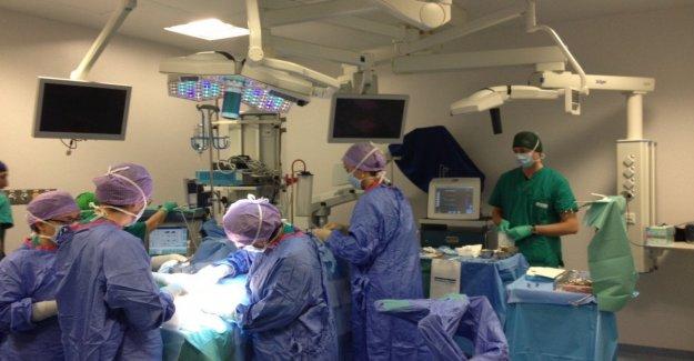 Nápoles, resección de un teratoma, una libra por un niño de 11 años