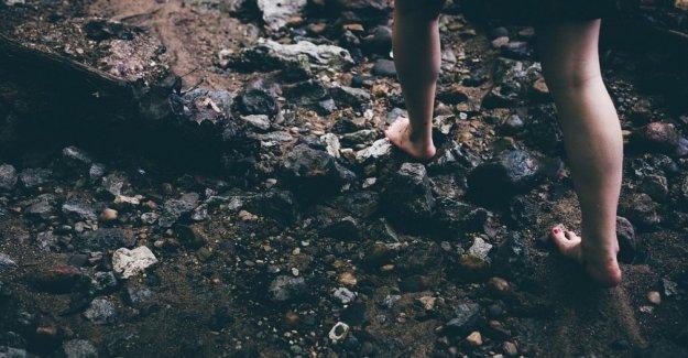 A pie descalzo, no sólo una moda. Podría realmente hacer bien