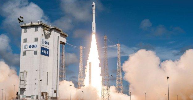 Anomalía después del despegue, el cohete Vega cae al Suelo
