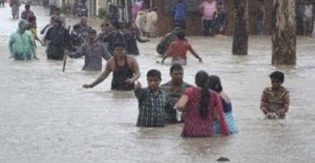 Bangladesh, 4.000 familias en los campamentos de refugiados Rohingya afectadas por las lluvias. 1 niño de 7 años de edad se ahogó