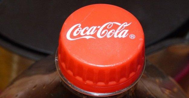 Distancia desde el vestíbulo de la plástica, el giro de Coca-cola y Pepsi
