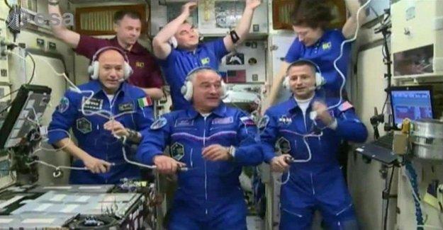 Espacio, Parmitano en el enlace de la Iss: el video en vivo a las horas 15