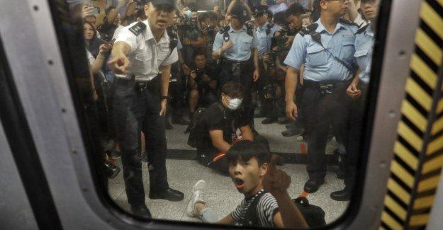Hong Kong continúan las protestas: China puede enviar fuerzas militares para mantener el orden