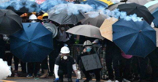 Hong Kong, monta la protesta: 9 heridos en los enfrentamientos, 5 son graves