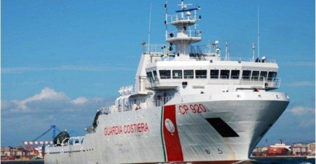 Los migrantes, el nuevo puesto naval: esta vez, Salvini niega aterrizaje a un barco de la Guardia Costera