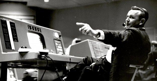 Luna muerta: el legendario director de vuelo de la Nasa y Kraft. Él era de 95 años de edad