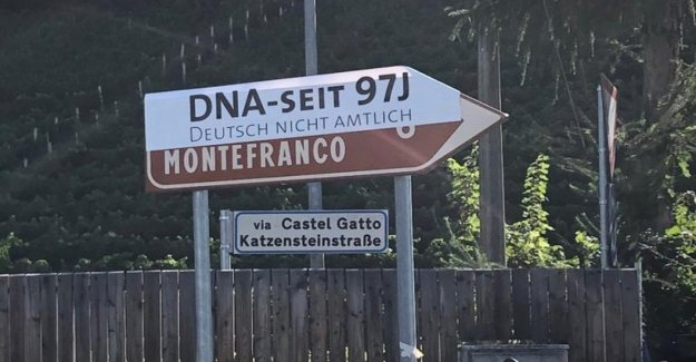 Alto Adige, Schützen cubrir escrito en alemán cerca de seiscientos signos en señal de protesta