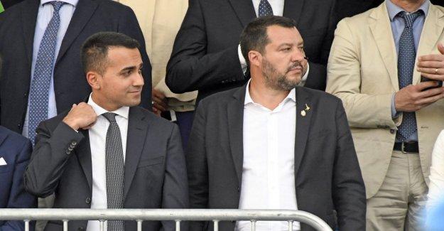 El gobierno, De Maio se reúne el grupo de cabeza de las 5S en el Palazzo Chigi. Escenarios de Crisis: las dudas acerca de quién va a hacer la ley de Estabilidad. Castillos: vamos a seguir adelante