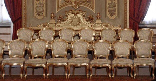 El gobierno, la Liga no deja la presidencia de las Comisiones. Dem: Pero los jugadores no estaban interesados en las sillas?