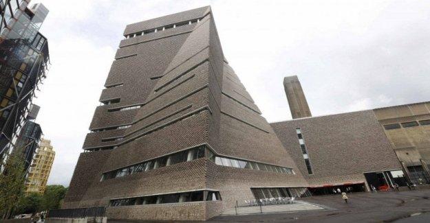 En londres, el niño cae desde el balcón en la Tate Modern: arrestaron a un adolescente