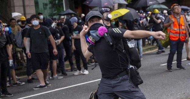 Hong Kong, los nuevos incidentes. La policía fuego de gas lacrimógeno contra los manifestantes