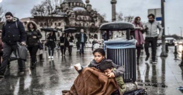 Los refugiados sirios: la diapositiva en la de 30 de octubre, fecha límite para dejar de Estambul