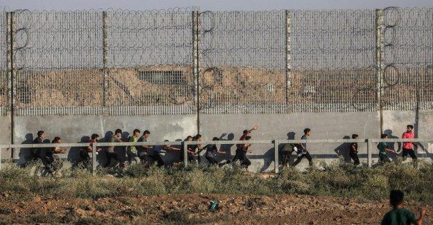 El banco del oeste, a dos civiles israelíes apuñalado. Ayer en Gaza habían matado a dos palestinos durante los enfrentamientos